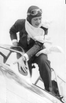 Jackie_Cochran_at_1938_Bendix_Race