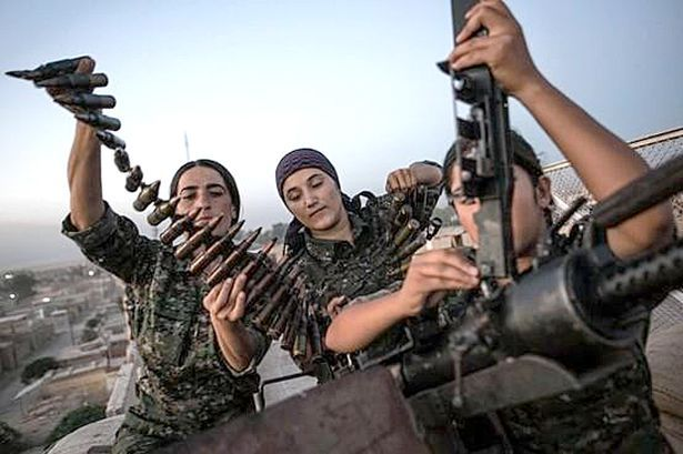 kurdish-female-fighters-prepare-for-battle