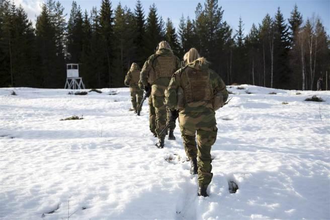 170413-norway-hunter-troops-cr-1121_ebc1c12c1e0be43113731389416f6df1.nbcnews-ux-1024-900