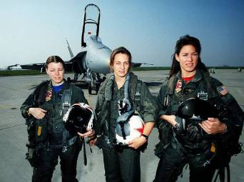 United_States_Navy_F-18_Hornet_Female_Fighter_Pilots_at_Lemoore_Naval_Air_Station_1992_DN-ST-93-03420